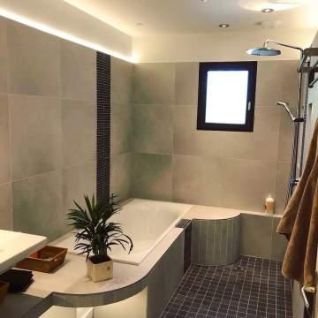 Comment rénover une salle de bain humide ?